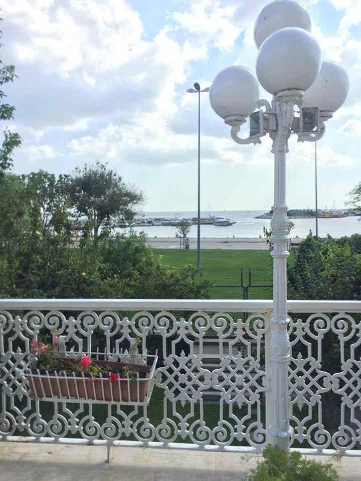 قصر تاريخي على ساحل البحر مباشرة في بكركوي